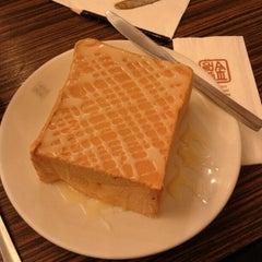 Photo taken at Hong Kong Kim Gary Restaurant (香港金加利茶餐厅) by Kenny Y. on 2/16/2013