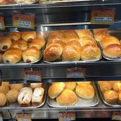 Photo taken at Double Crispy Bakery Inc by David G. on 1/5/2015