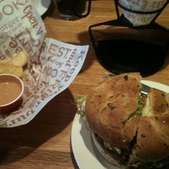 Photo taken at Red Robin Gourmet Burgers by Ron D. on 1/20/2013