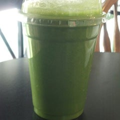 Photo taken at I Juice & Smoothies by Michael P. on 7/24/2013