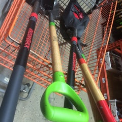 Photo taken at Lowe's Home Improvement by Lillianne E. on 6/14/2014