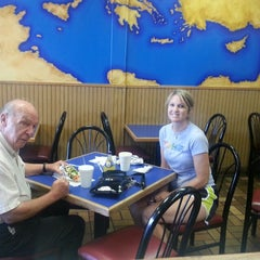 Photo taken at Papouli's Mediterranean Cafe and Market by Grace S. on 10/3/2013