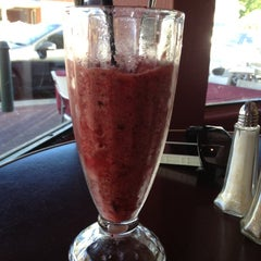 Photo taken at Coode Street Cafe by Divagando on 10/27/2012