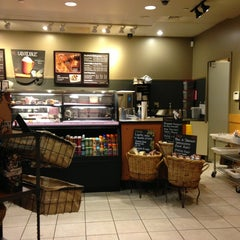 Photo taken at Starbucks by Calvin H. on 9/16/2013