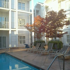 Photo prise au Corporate Inn Sunnyvale par Jim H. le10/1/2012