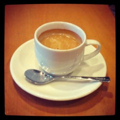 Photo taken at TULLY'S COFFEE 飯田橋ガーデンエアタワー店 by Sachiko O. on 2/27/2013