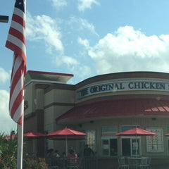 Photo taken at Chick-fil-A by Charlie W. on 9/12/2013