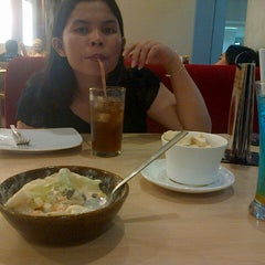 Photo taken at Pizza Hut by Jay A. on 6/13/2015
