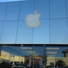 Photo taken at Apple Store, Lehigh Valley by Mike H. on 11/14/2012