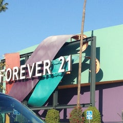 Photo taken at Forever 21 by Nathalie on 11/24/2012