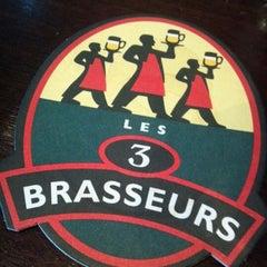 Photo taken at Les 3 Brasseurs by Dwight R. on 11/7/2012