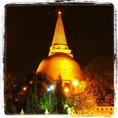 Photo taken at วัดพระปฐมเจดีย์ฯ (Wat Phra Pathom Chedi) by ชนะ ก. on 5/17/2013