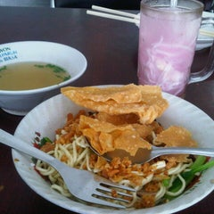 Photo taken at Mie Teki (Mie Manalagi) by Mon_nitZ N. on 2/17/2013