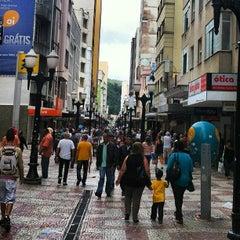 Photo taken at Calçadão da Rua Halfeld by Gustavo N. on 4/9/2013