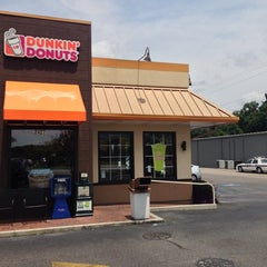 Photo taken at Dunkin' Donuts by Christopher B. on 8/6/2013