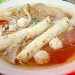 Photo taken at Bún bò giò heo Huế by Trinh T. on 10/24/2012