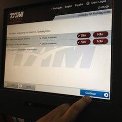 Foto tirada no(a) Check-in TAM por Taty . em 10/26/2012