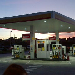 Photo taken at Shell by Mhy J. on 3/29/2013
