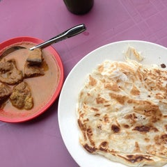 Photo taken at Roti Canai D'Bukit by Hurin D. on 6/11/2014
