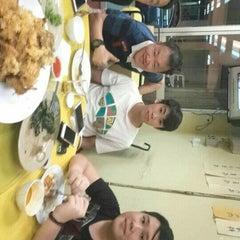 Photo taken at Restoran 9888 (发记海鲜楼) by Joon_Cyc on 7/22/2015