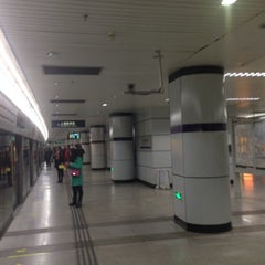 Photo taken at 上海体育馆地铁站 | Shanghai Indoor Stadium Metro Stn. by Shunitsu M. on 2/9/2014