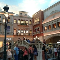 Photo taken at The Venetian Showroom by ShaiMaa A. on 8/4/2014