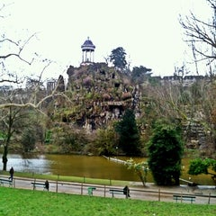 Photo taken at Parc des Buttes-Chaumont by Taco on 1/29/2013