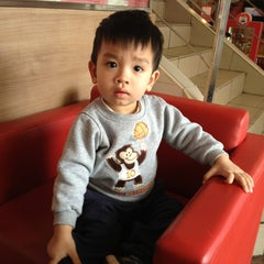 Photo taken at KFC by 5 B. on 2/24/2013