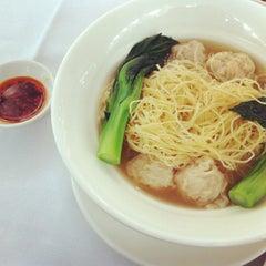 Photo taken at Maxim's Jade Garden 美心.翠園 by Rita G. on 9/30/2012