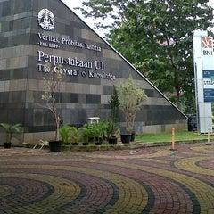 Photo taken at Perpustakaan Universitas Indonesia - Crystal of Knowledge by Kuswirocana on 11/18/2012
