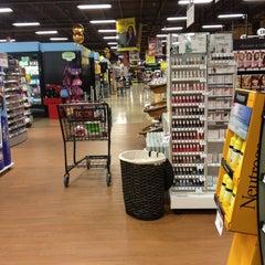 Photo taken at Giant Eagle Supermarket by Kathleen H. on 4/5/2013