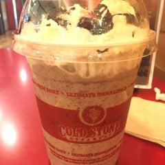 Photo taken at Cold Stone Creamery (โคล สโตน ครีมเมอรี่) by Vegaz G. on 10/25/2015