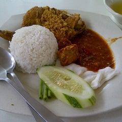 Photo taken at RASA Food Arena (Medan Selera) by Norhazrinda on 11/23/2012