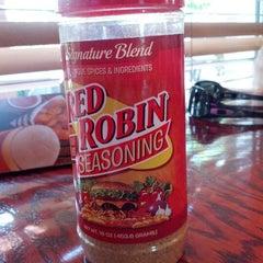 Photo taken at Red Robin Gourmet Burgers by Ya Boy J. on 9/22/2012