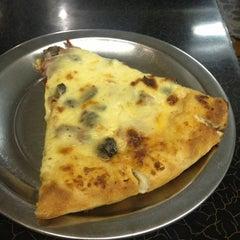 Photo taken at Pizzas El Vecino by Felipe F. on 12/2/2012