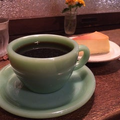 Photo taken at 自家焙煎 cafe use 珈琲豆店 by Mayumi O. on 8/2/2015