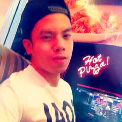 Photo taken at Shakey's by Jaycee S. on 1/3/2015
