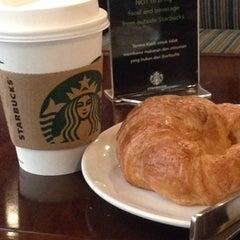 Photo taken at Starbucks by noverdi p. on 5/31/2015