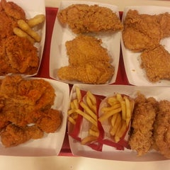 Photo taken at KFC (เคเอฟซี) by Jaruwan K. on 3/31/2015