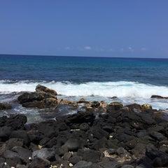 Photo taken at La'Aloa Bay Beach (White Sands Beach Park) by Borna M. on 7/14/2015