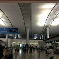 Photo taken at Tan Son Nhat International Airport (SGN) Sân Bay Quốc Tế Tân Sơn Nhất by Kazuo2 on 6/4/2013