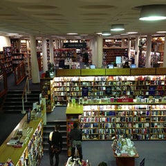 Photo taken at Blackwell's by Uri H. on 2/12/2013