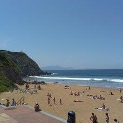 Photo taken at Playa Atxabiribil / Arrietara Hondartza by Aitor A. on 6/5/2013