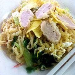 Photo taken at Kedai Makanan & Minuman USJ 2 (USJ 2 美食中心) by WSL on 4/4/2015