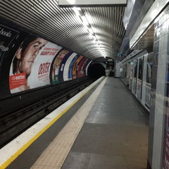Photo taken at Old Street London Underground Station by Namer M. on 1/6/2013