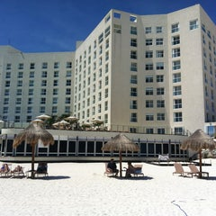 Foto tomada en Sunset Royal Beach Resort por Traveltimes.com.mx ✈ S. el 9/29/2012