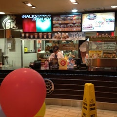 Photo taken at Burger King by Victor Hugo A. on 10/18/2012