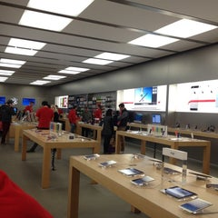 Photo taken at Apple Store, King Street by Robotes V. on 11/20/2013