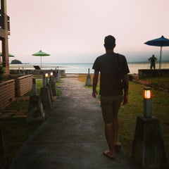 Photo taken at Lanta All Seasons Beach Resort by Isty S. on 3/22/2013