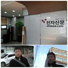 Photo taken at 전자신문 by 소년 on 11/17/2014